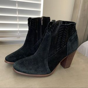 Vince Camuto Black Leather Fenyia Ankle Boots 8